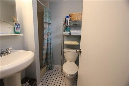 Pocasset, Bourne Pocasset vacation rental - 1st Floor Full Bath