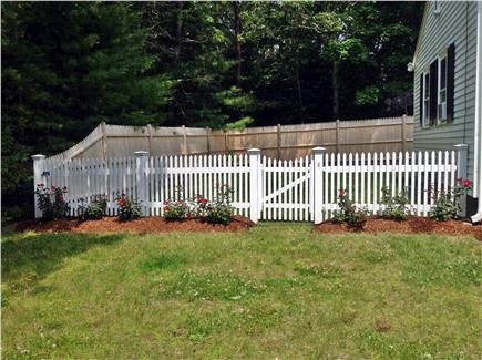 Cotuit Cotuit vacation rental - Side yard in front