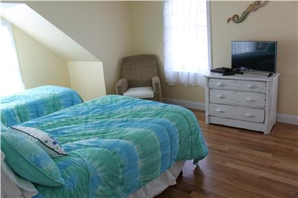 west yarmouth Cape Cod vacation rental - Bedroom with 1 full and 1 twin