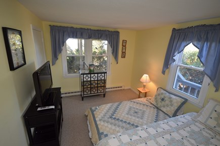 Wellfleet Cape Cod vacation rental - 2 Twins with Flatscreen on ground level water views.