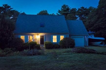 Pocasset, Bourne Pocasset vacation rental - Enjoy your evening in this cozy home