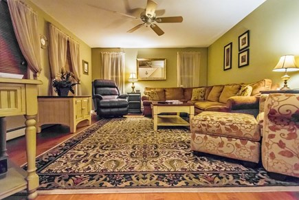 Pocasset, Bourne Pocasset vacation rental - Living room great for relaxing after a day at the beach!