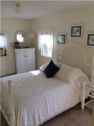 New Seabury, Rock Landing New Seabury vacation rental - Bright and sunny  2nd bedroom with double bed and window a/c