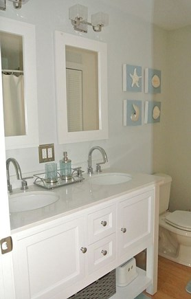 New Seabury, Popponesset New Seabury vacation rental - Hall Bathroom w/ Tub/Shower Combo