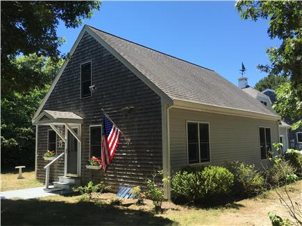 mashpee Cape Cod vacation rental - Front of house from the private driveway