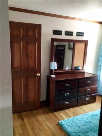 Sagamore Beach, Sandwich Sagamore Beach vacation rental - Bunk Bed room dresser/mirror