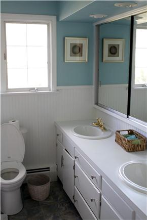 Orleans Cape Cod vacation rental - Full bathroom situated between both bedrooms.