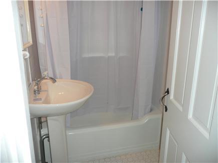 Dennisport Cape Cod vacation rental - Bathroom