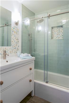Chatham Cape Cod vacation rental - En suite bathroom of the third bedroom