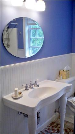 Hyannis Cape Cod vacation rental - Upstairs bath