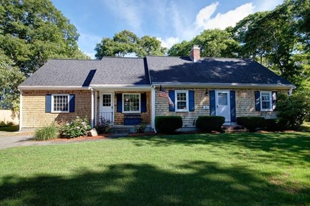Falmouth, Belmar Cape Cod vacation rental - Your Cape vacation awaits in this beautiful updated Belmar Cape!