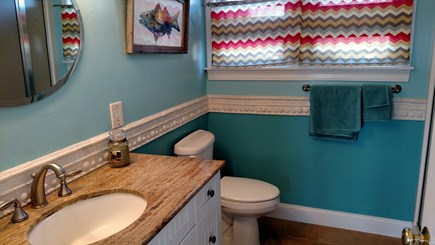 Pocasset, Bourne Pocasset vacation rental - First floor bath