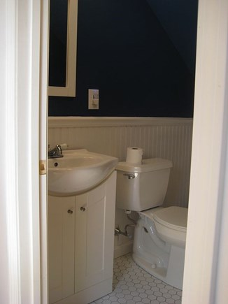 Chatham Cape Cod vacation rental - Upstairs half-bath