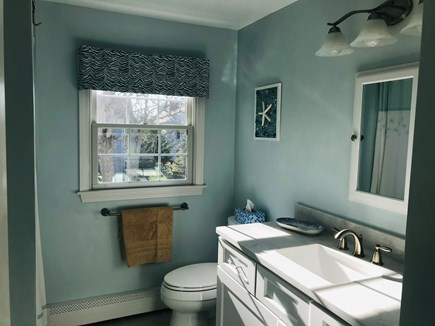 Osterville Osterville vacation rental - 2nd floor full bath with tub/shower