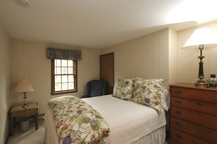 Cotuit, Barnstable Cotuit vacation rental - Comfortable Queen Bedroom