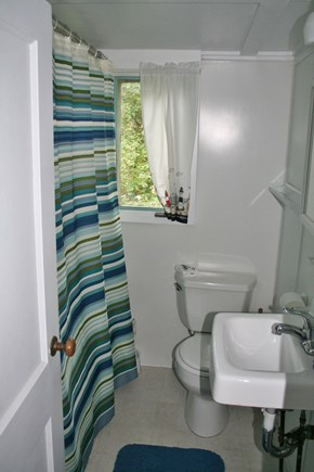 Pocasset, Wenaumet Bluffs Association Pocasset vacation rental - Bath 1 of 2 set between bedrooms