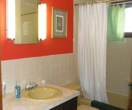 South Dennis Cape Cod vacation rental - Full bathroom