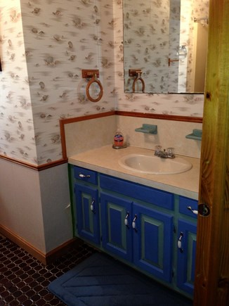 Wellfleet Cape Cod vacation rental - Cute, recently refreshed upstairs bath with full shower/tub