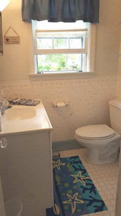 Pocasset Pocasset vacation rental - Half bathroom