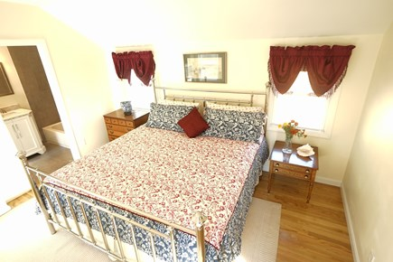 Hyannis Cape Cod vacation rental - The King size bedroom