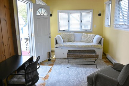 Onset MA vacation rental - Sunroom daybed pulls out to a surprisingly comfy king.