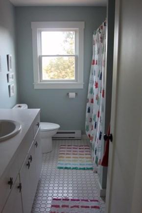 Truro Cape Cod vacation rental - Main level bath with tub/shower