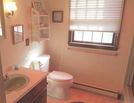 Brewster Cape Cod vacation rental - Full bath, main level.