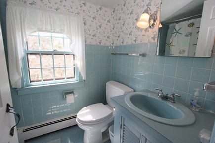 East Sandwich Cape Cod vacation rental - Second Floor Full Bath