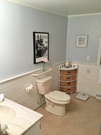 Chatham ,Ridgevale beach Cape Cod vacation rental - First floor full bath