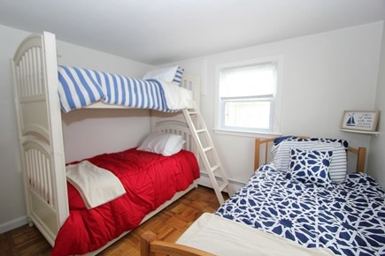 Plymouth MA vacation rental - Bedroom w/ 3 Twins