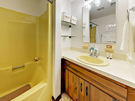 85 Cynthia Lane, Dennis Port Cape Cod vacation rental - The 2nd bath features a tub/shower combination