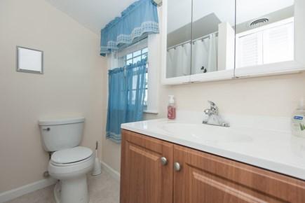 Bourne, Buzzards Bay Cape Cod vacation rental - Bath 1