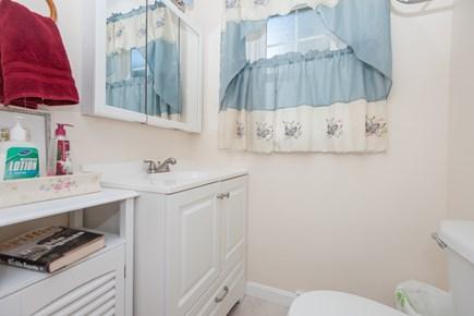 Bourne, Buzzards Bay Cape Cod vacation rental - Bath 2