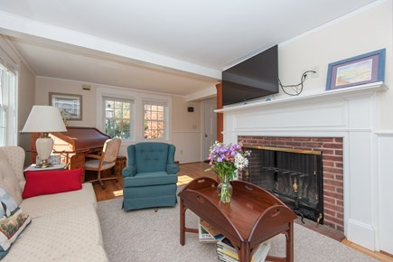 Bourne, Buzzards Bay Cape Cod vacation rental - Living room