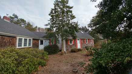Bourne, Pocasset Cape Cod vacation rental - Front (easy 3 car, non tandem parking too)