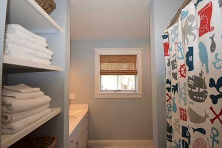 Wellfleet Cape Cod vacation rental - Full bath upstairs with tub/ shower combo