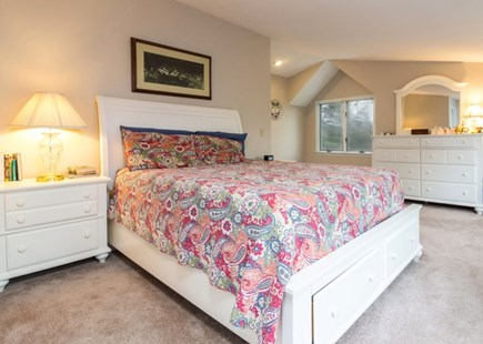 Chatham Cape Cod vacation rental - Master -- Queen and en suite (on its own private upstairs floor)