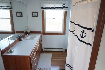 Pocasset Pocasset vacation rental - guest bath