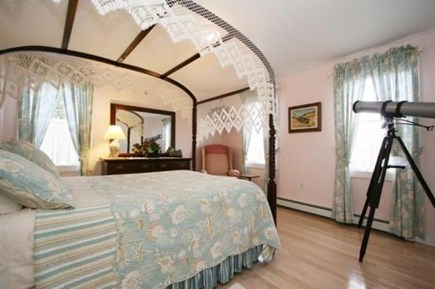 Truro Cape Cod vacation rental - First Floor Canopy Full-Size Bed