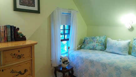 Harwich, Pleasant Beach Cape Cod vacation rental - Day bed with trundle bedroom