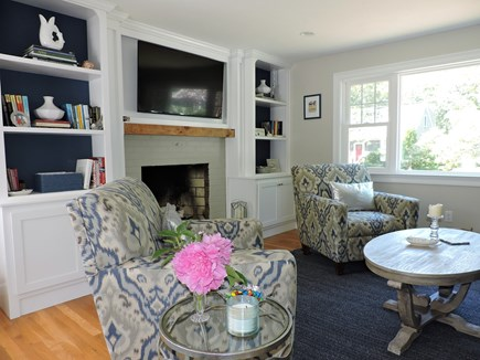 Falmouth, Teaticket Cape Cod vacation rental - Beautiful built ins with Flat Screen TV/DVD player