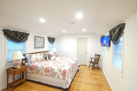 Barnstable, Haynnis Cape Cod vacation rental - Shining Master Bedroom - King Bed and Full Bathroom