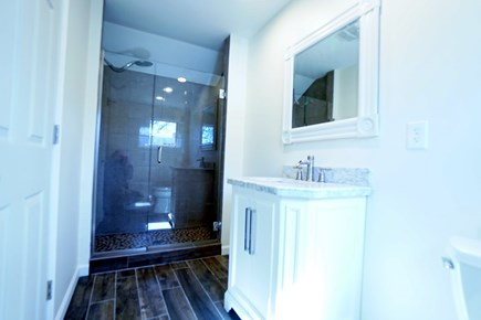 Barnstable, Haynnis Cape Cod vacation rental - Master bathroom on the first floor