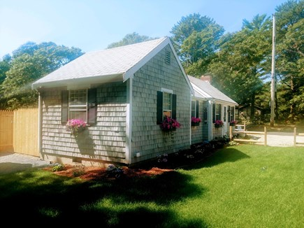 COTUIT Cotuit vacation rental - Home Side
