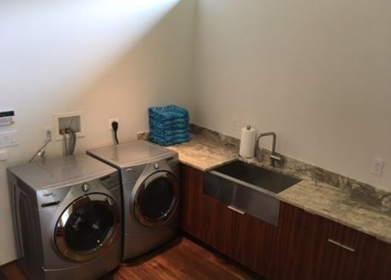 Brewster Cape Cod vacation rental - Fully equipped laundry area