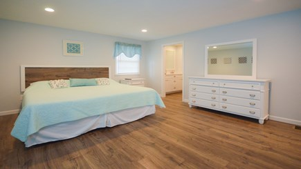 New Seabury, Popponesset, Mash New Seabury vacation rental - BR#1: Master King Ensuite. Comfy Memory Foam Bed, Full Bath