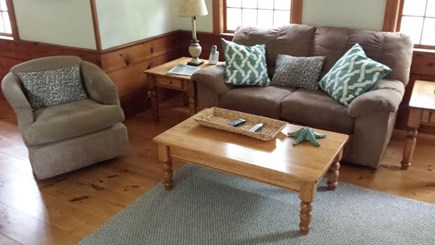 Dennisport Cape Cod vacation rental - Living room w/flat screen cable television.