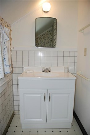 Dennisport Cape Cod vacation rental - Bathroom w/shower