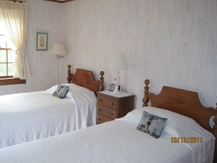 Dennis Port Cape Cod vacation rental - Bedroom with 3 twin beds, linens included