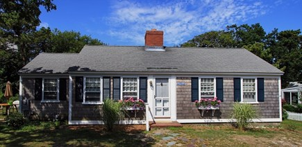 Dennisport Cape Cod vacation rental - Front of the cottage